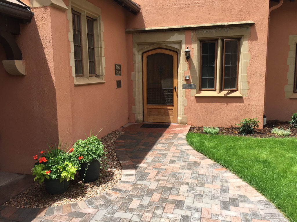 glen-eyrie-pink-house_accessible_entry