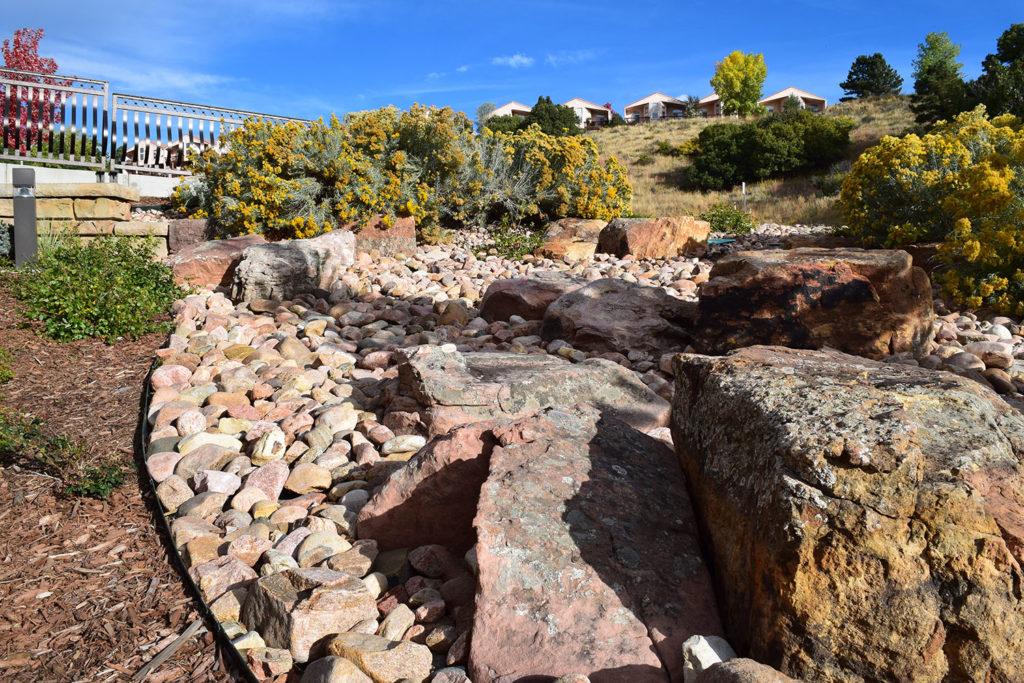 potpg_accent_boulders_enhance_the_landscape